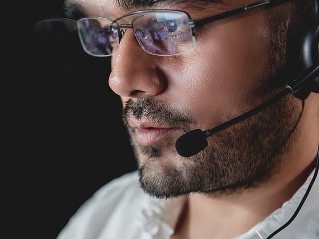 call-center-serious_si.jpg