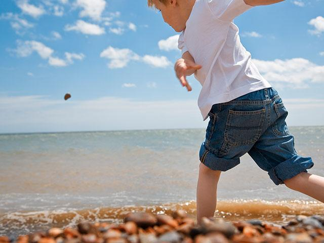 child-skimming-stone_si.jpg