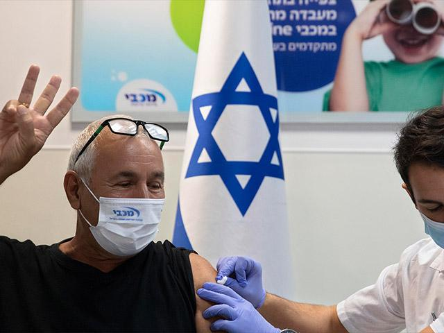 Israel begins campaign to give 3rd vaccination shot. Photo: AP