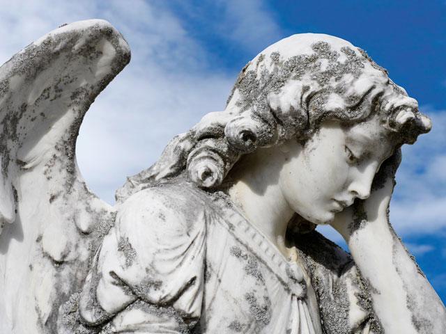crying-angel-statue_si.jpg