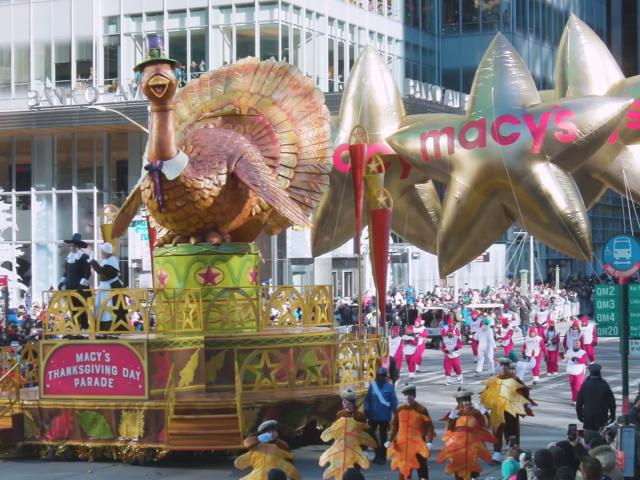 HOL129_Macys_Thanksgiving_Parade_ClubA_HDV