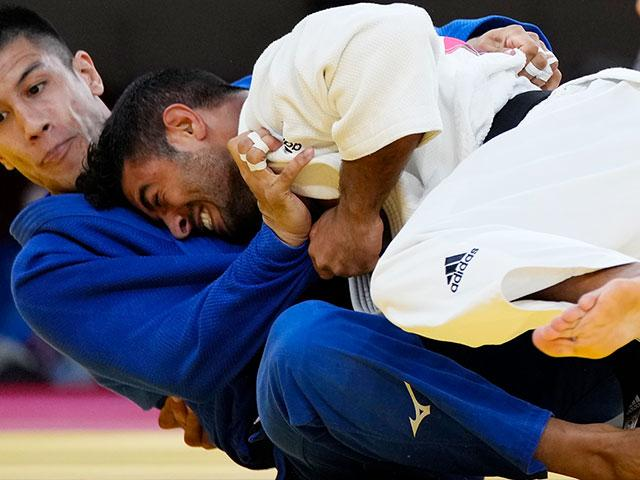 Sagi Muki of Israel, right, and Eduardo Yudy Santos of Brazil compete during the men -81kg elimination round of the judo match at the 2020 Summer Olympics in Tokyo, Japan, Tuesday, July 27, 2021. (AP Photo/Vincent Thian)
