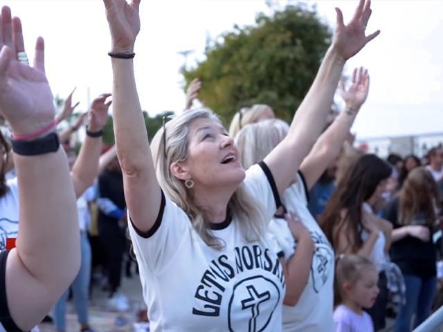 Image Source: YouTube Screenshot/Let Us Worship