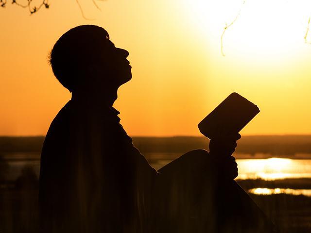 silhouette-man-faith_si.jpg