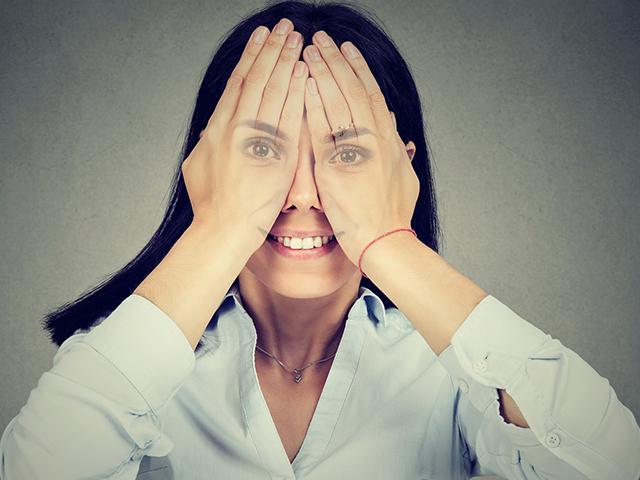 woman-covering-eyes_si.jpg