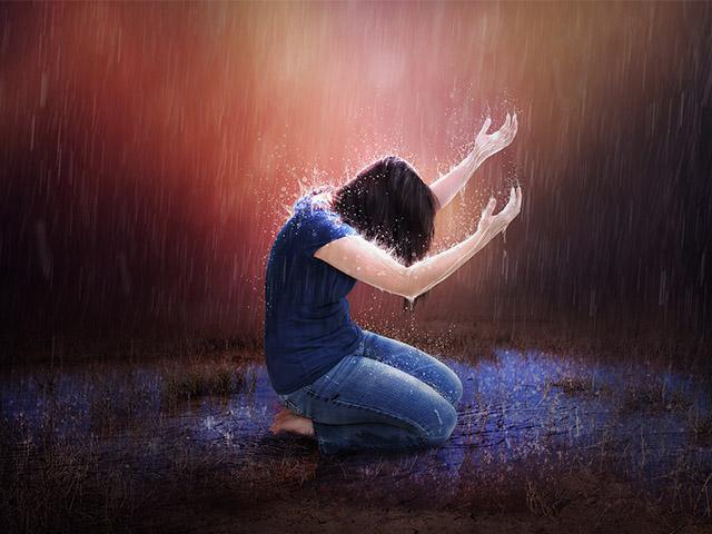 woman-prayer-rainstorm_si.jpg