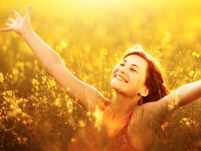 woman-sunny-field_si.jpg