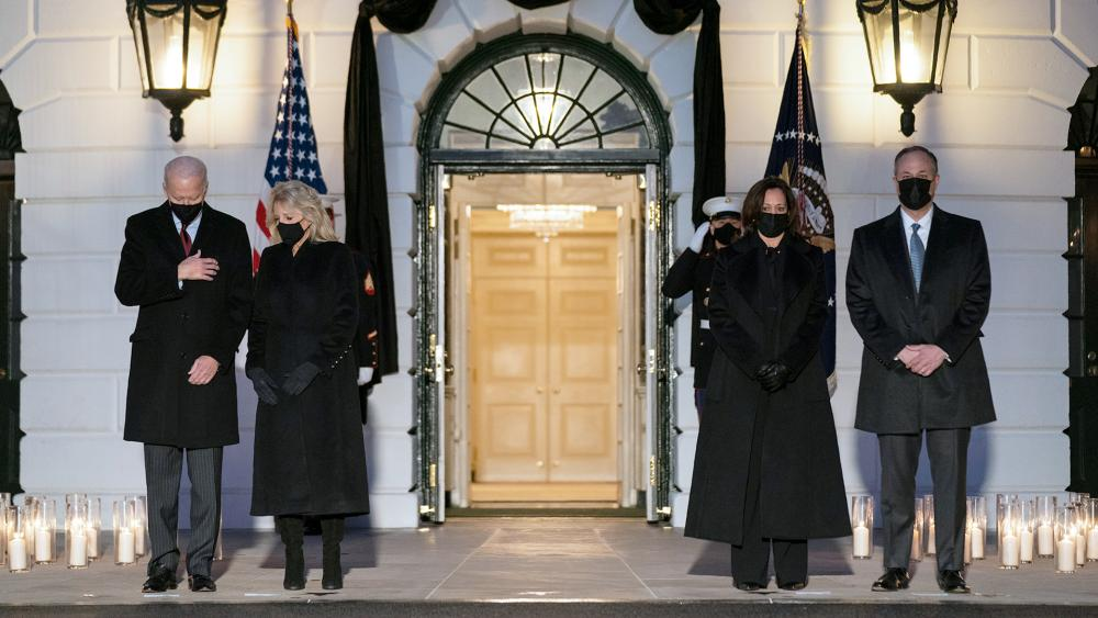 President Joe Biden, first lady Jill Biden, Vice President Kamala Harris, and Doug Emhoff participate in a moment of silence during a ceremony to honor the 500,000 Americans that died from COVID-19, Feb. 22, 2021. (AP Photo/Evan Vucci)